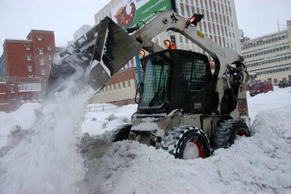 Чистка и вывоз снега с помощью спецтехники