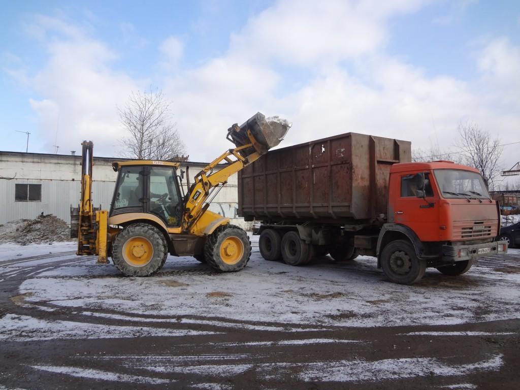 Уборка снега с помощью трактора